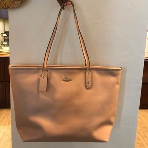 Ladies Coach leather tote